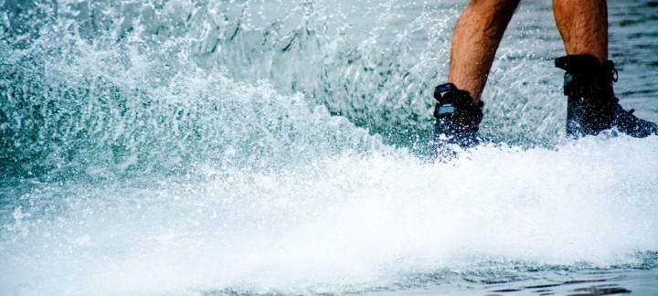 Phuket speedboat charter to Water Skiing at Ao Yon